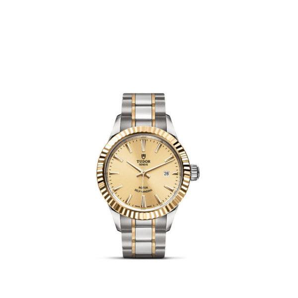 Relógio TUDOR Style com Caixa em aço, 28 mm, luneta em ouro amarelo. Disposição vertical, fundo branco.