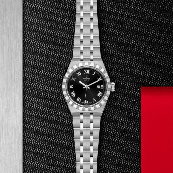 Relógio TUDOR Royal com Caixa em aço, 28 mm, mostrador preto. Disposição de loja, estendido.