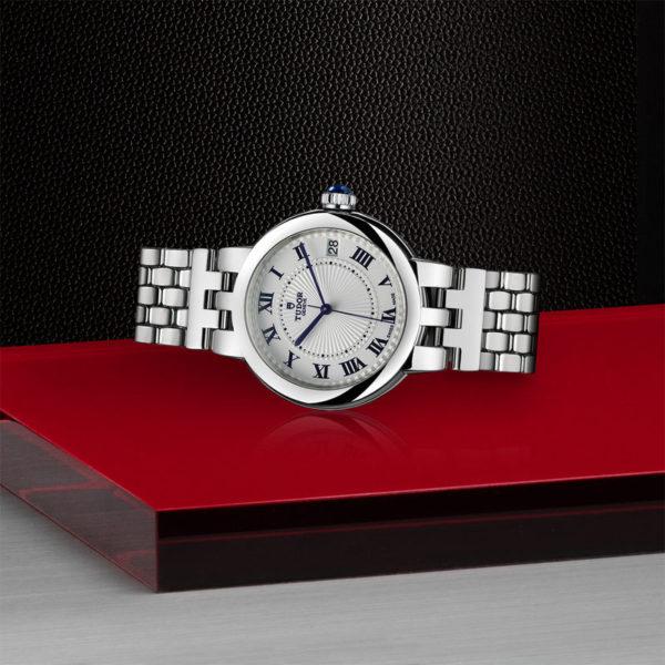 Relógio TUDOR Clair de Rose com Caixa em aço, 34 mm, bracelete em aço. Disposição de loja, deitado.