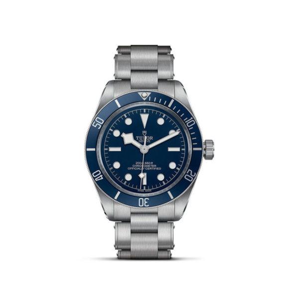 Relógio TUDOR Black Bay Fifty-Eight com Caixa em aço, 39 mm, bracelete em aço. Disposição vertical, fundo branco.