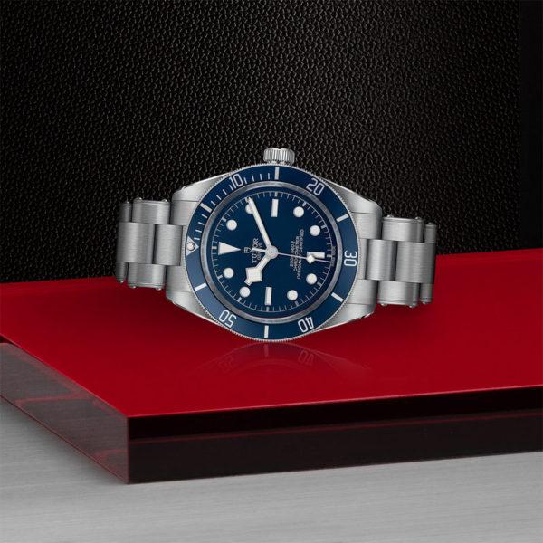 Relógio TUDOR Black Bay Fifty-Eight com Caixa em aço, 39 mm, bracelete em aço. Disposição de loja, deitado.