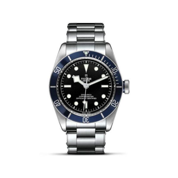 """Relógio TUDOR Black Bay com Caixa em aço, 41 mm, bracelete em aço """"rivet"""". Disposição vertical, fundo branco."""