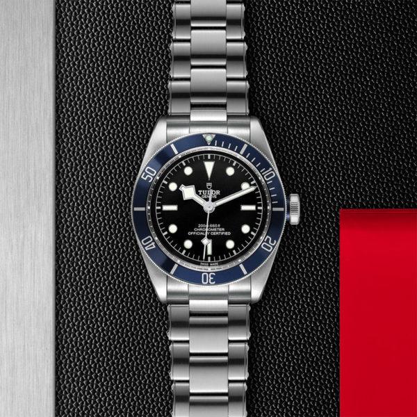 """Relógio TUDOR Black Bay com Caixa em aço, 41 mm, bracelete em aço """"rivet"""". Disposição de loja, estendido."""