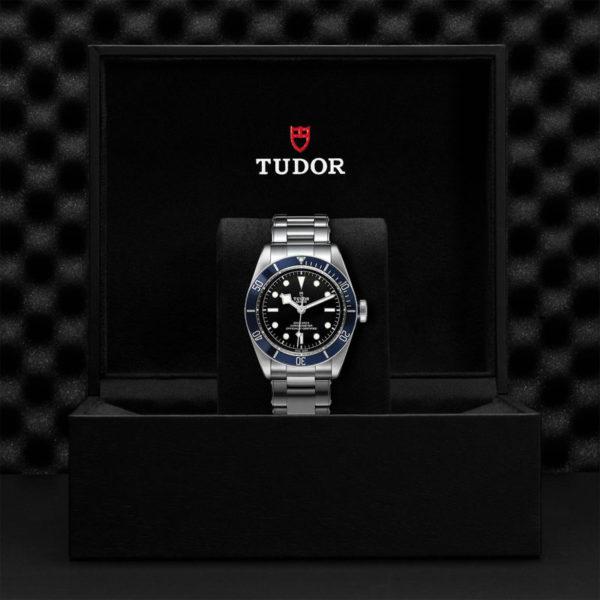 """Relógio TUDOR Black Bay com Caixa em aço, 41 mm, bracelete em aço """"rivet"""". Disposição em caixa de marca."""