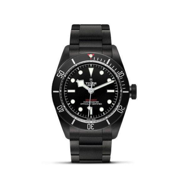 Relógio TUDOR Black Bay Dark com Caixa em aço PVD, 41 mm, bracelete em aço. Disposição vertical, fundo branco.
