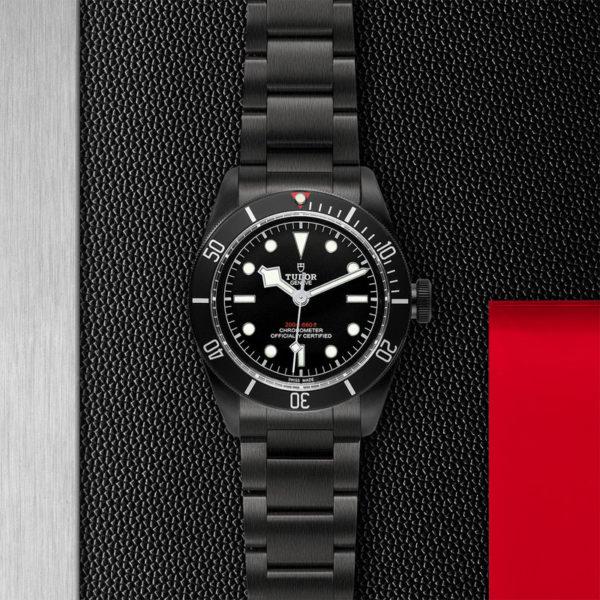Relógio TUDOR Black Bay Dark com Caixa em aço PVD, 41 mm, bracelete em aço. Disposição de loja, estendido.