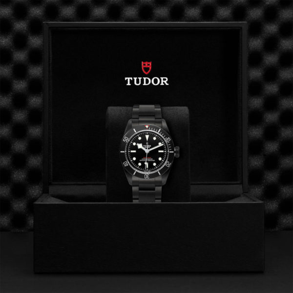 Relógio TUDOR Black Bay Dark com Caixa em aço PVD, 41 mm, bracelete em aço. Disposição em caixa de marca.