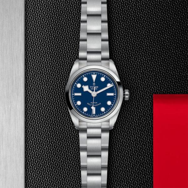 Relógio TUDOR Black Bay 32 com Caixa em aço, 32 mm, bracelete em aço. Disposição de loja, estendido.