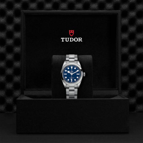 Relógio TUDOR Black Bay 32 com Caixa em aço, 32 mm, bracelete em aço. Disposição em caixa de marca.