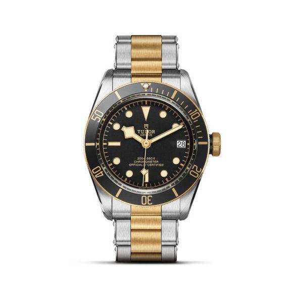 Relógio TUDOR Black Bay S&G com Caixa em aço, 41 mm, bracelete em aço e ouro amarelo. Disposição vertical, fundo branco.