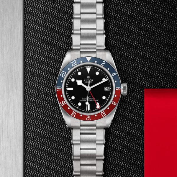 Relógio TUDOR Black Bay GMT com Caixa em aço, 41 mm, bracelete em aço. Disposição de loja, estendido.