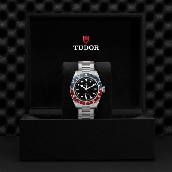Relógio TUDOR Black Bay GMT com Caixa em aço, 41 mm, bracelete em aço. Disposição em caixa de marca.