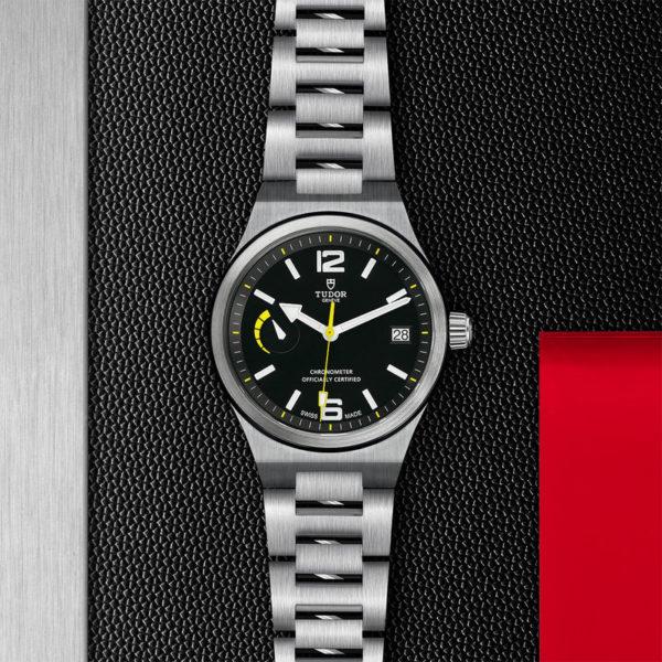 Relógio TUDOR North Flag com Caixa em aço, 40 mm, bracelete em aço. Disposição de loja, estendido.