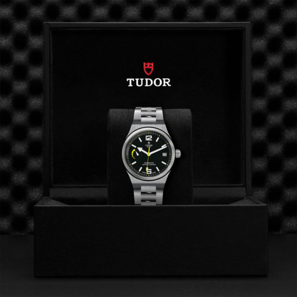 Relógio TUDOR North Flag com Caixa em aço, 40 mm, bracelete em aço. Disposição em caixa de marca.