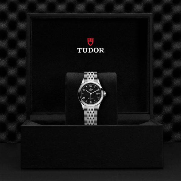 Relógio TUDOR 1926 com Caixa em aço, 28 mm, mostrador preto. Disposição em caixa de marca.