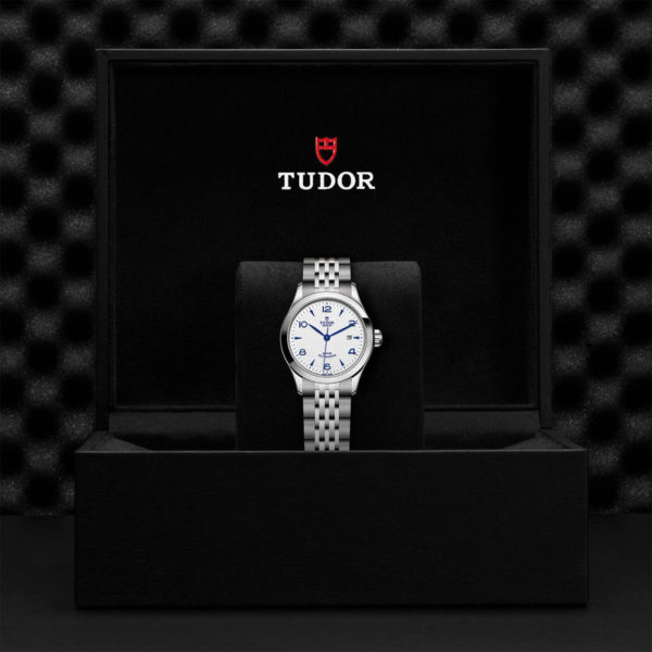 TUDOR 1926 Watch with 28 mm steel case, opaline and blue dial. In presentation box.
