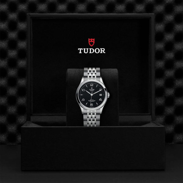 TUDOR 1926 Watch with 36 mm steel case, dark-coloured dial. In presentation box.