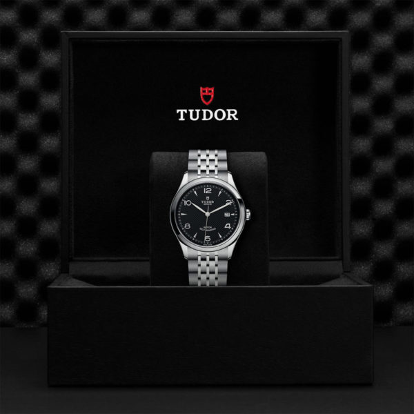 TUDOR 1926 Watch with 39 mm steel case, dark-coloured dial. In presentation box.