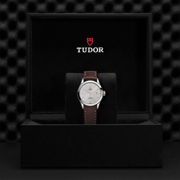 TUDOR 1926 Watch with 28 mm steel case, Silver dial. In presentation box.