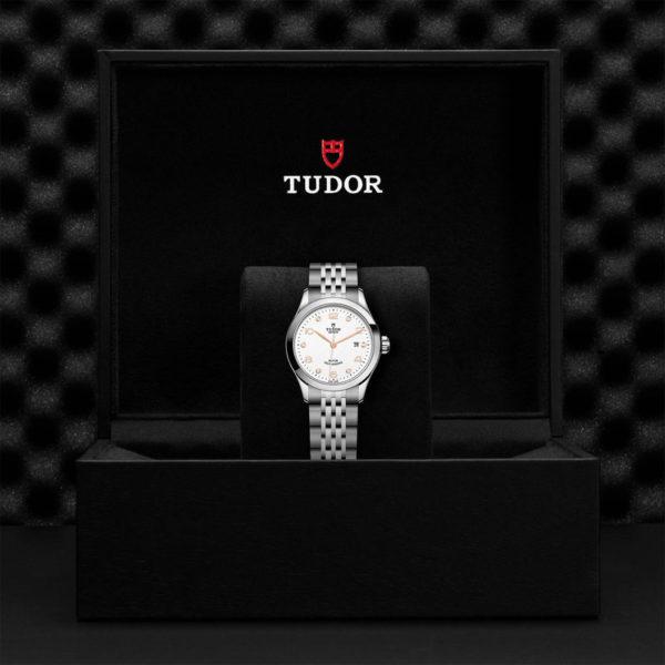 Relógio TUDOR 1926 com Caixa em aço, 28 mm, mostrador branco cravejado de diamantes. Disposição em caixa de marca.