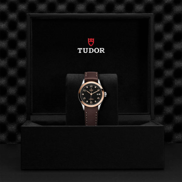 Relógio TUDOR 1926 com Caixa em aço, 28 mm, mostrador cravejado de diamantes. Disposição em caixa de marca.