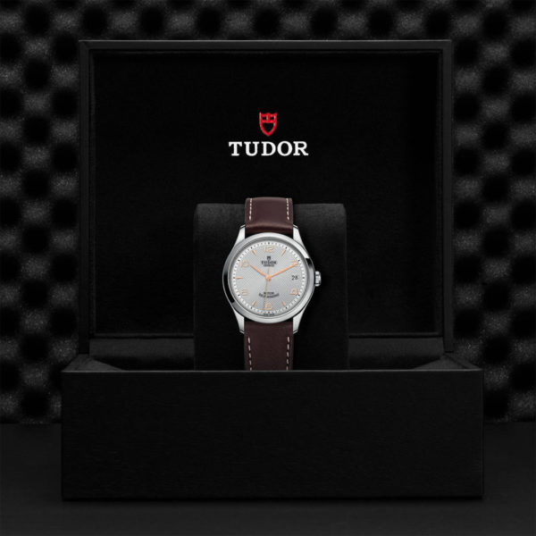 TUDOR 1926 Watch with 36 mm steel case, Silver dial. In presentation box.