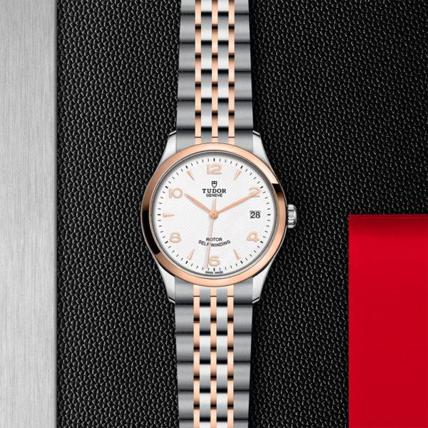 Relógio TUDOR 1926 com Caixa em aço, 36 mm, luneta em ouro rosa. Disposição de loja, estendido.