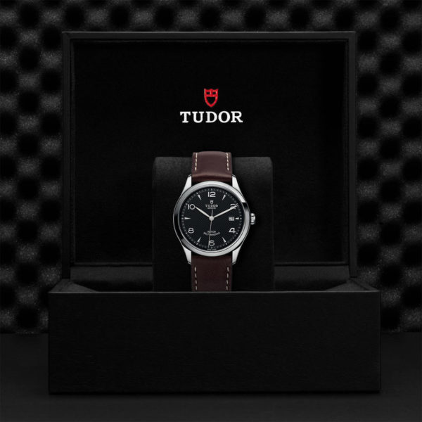 TUDOR 1926 Watch with 39 mm steel case, Black dial. In presentation box.