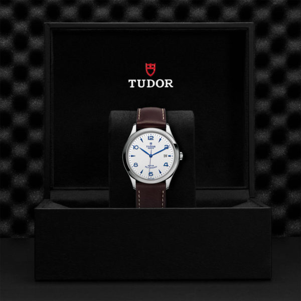 TUDOR 1926 Watch with 41 mm steel case, Opaline and blue dial. In presentation box.