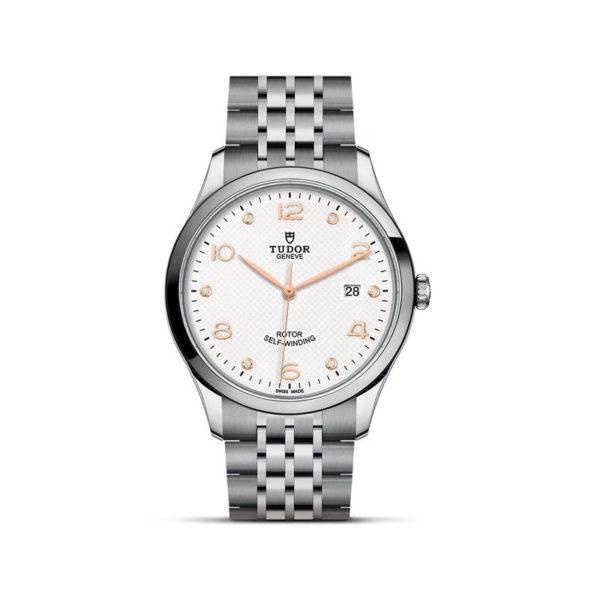 Relógio TUDOR 1926 com Caixa em aço, 41 mm, mostrador branco cravejado de diamantes. Disposição vertical, fundo branco.