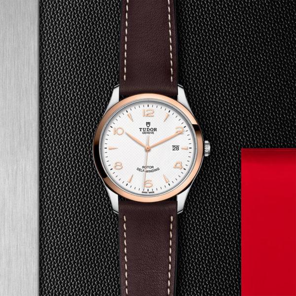Relógio TUDOR 1926 com Caixa em aço, 41 mm, luneta em ouro rosa. Disposição de loja, estendido.